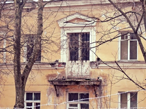 Выходит утром на балкон...